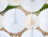 papirna-dekoracija (via http://www.stylemepretty.com/)