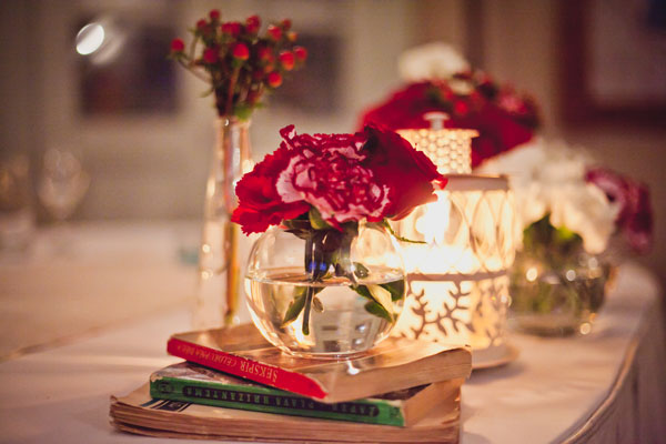 dekoracija-vencanja-cvece-svece-mladenacki-sto
