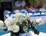 cvetni-aranzmani-za-vencanje-bele-ruze